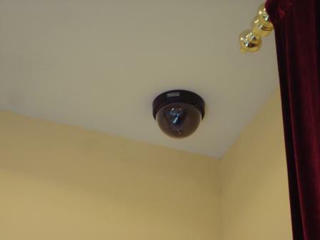 Купольная видеокамера высокого разрешения в торговом зале