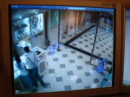 Монитор видеонаблюдения. Данные с одной видеокамеры крупным планом