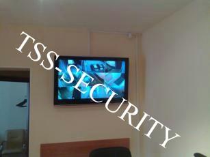 Видеонаблюдение в офисе. Монитор видеонаблюдения. Еще один ЖК телевизор системы видеонаблюдения.