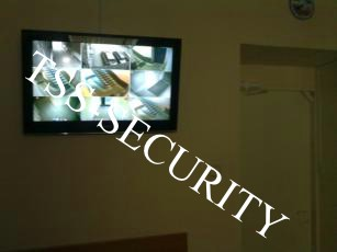 Видеонаблюдение в офисе. Монитор видеонаблюдения. Большой ЖК телевизор системы видеонаблюдения.