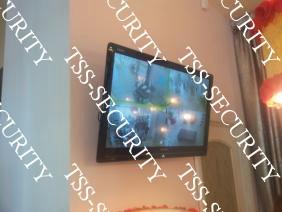 Монитор системы видеонаблюдения в торговом зале.