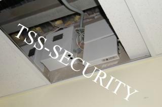 Установка СКД на складе. Блоки контроллеров доступа и резервного электропитания.
