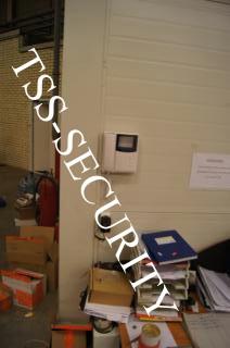 Установка СКД на складе. Трубка видеодомофона.