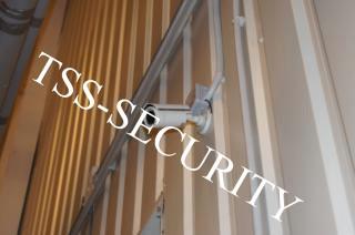 Установка видеонаблюдения на складе. Камера охранного видеонаблюдения.