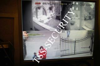 Монитор на посту охраны транслирует информацию с 4-х видеоканалов.
